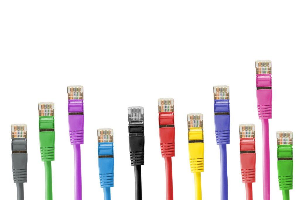 ネットワーク構築におけるLANケーブルの種類と注意点